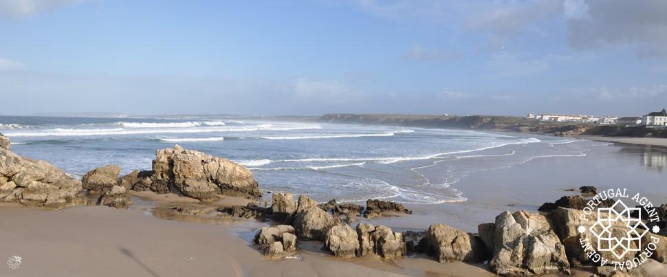 Baleal-norra-surf-Peniche-med-Praia-del-Rey-i-bakgrunden1