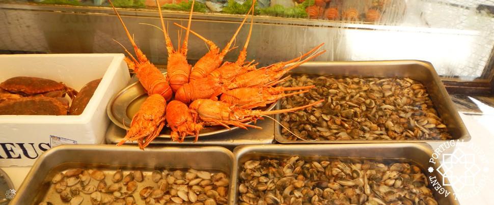 Färska-skaldjur-i-Nazaré-Silverkusten-Portugal1