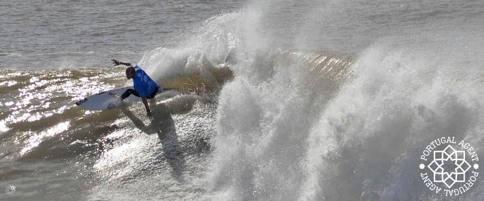 World-Cup-Peniche-Surfing-Supertubos