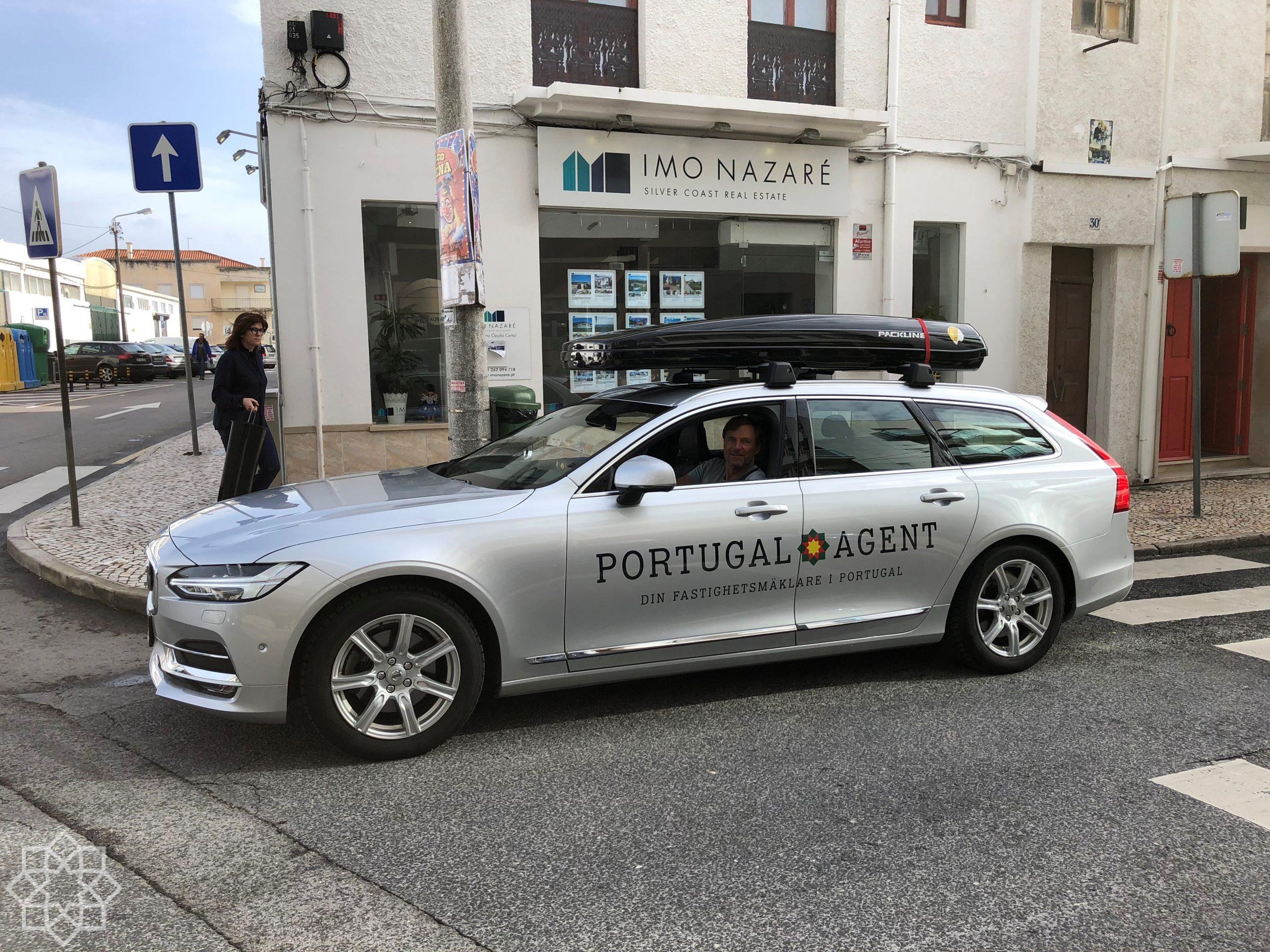 Framme vid mäklarkontoret Portugal Agent