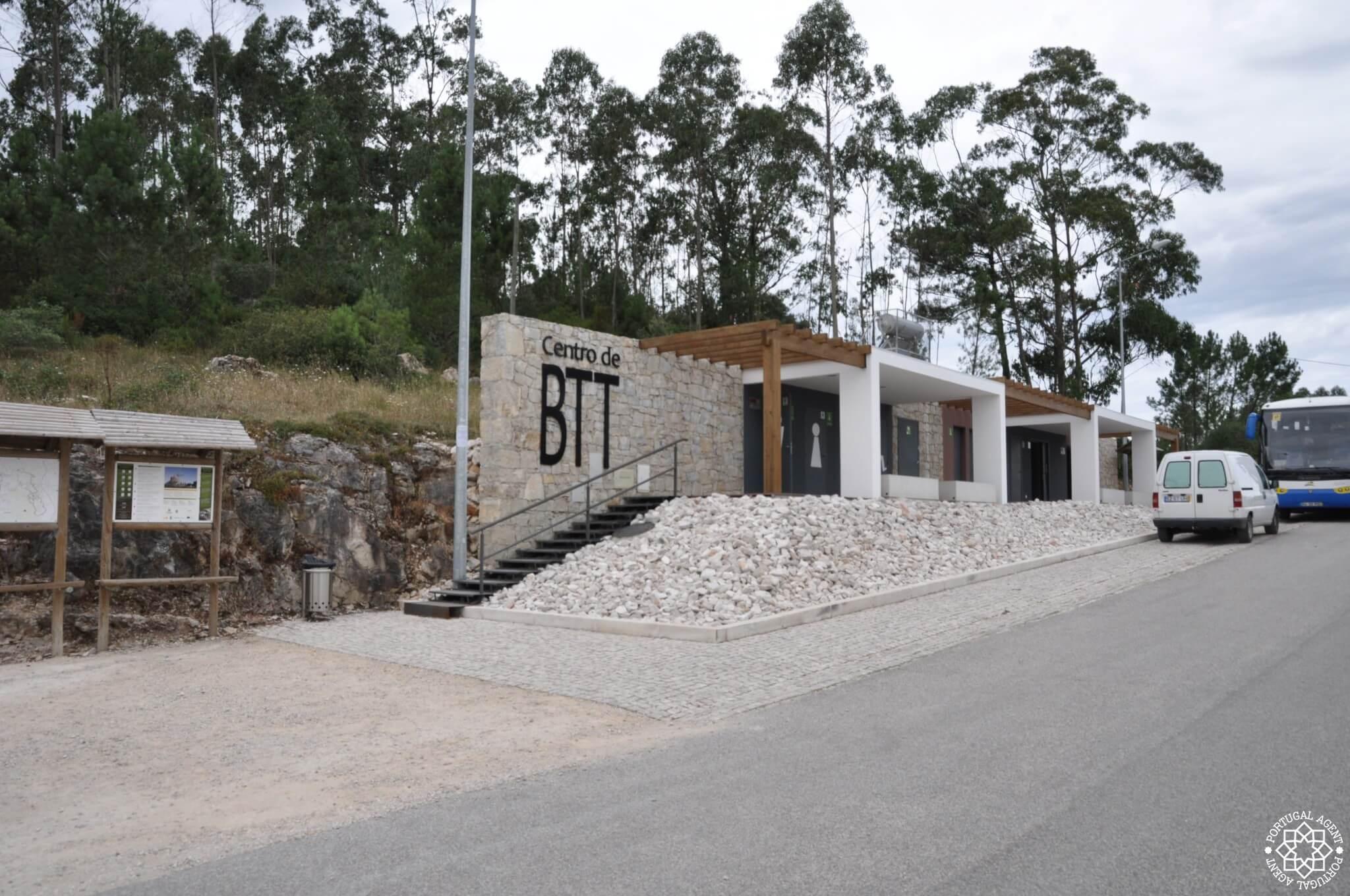 Fina faciliteter på¨Centro de BTT. Duschar och omkädning.