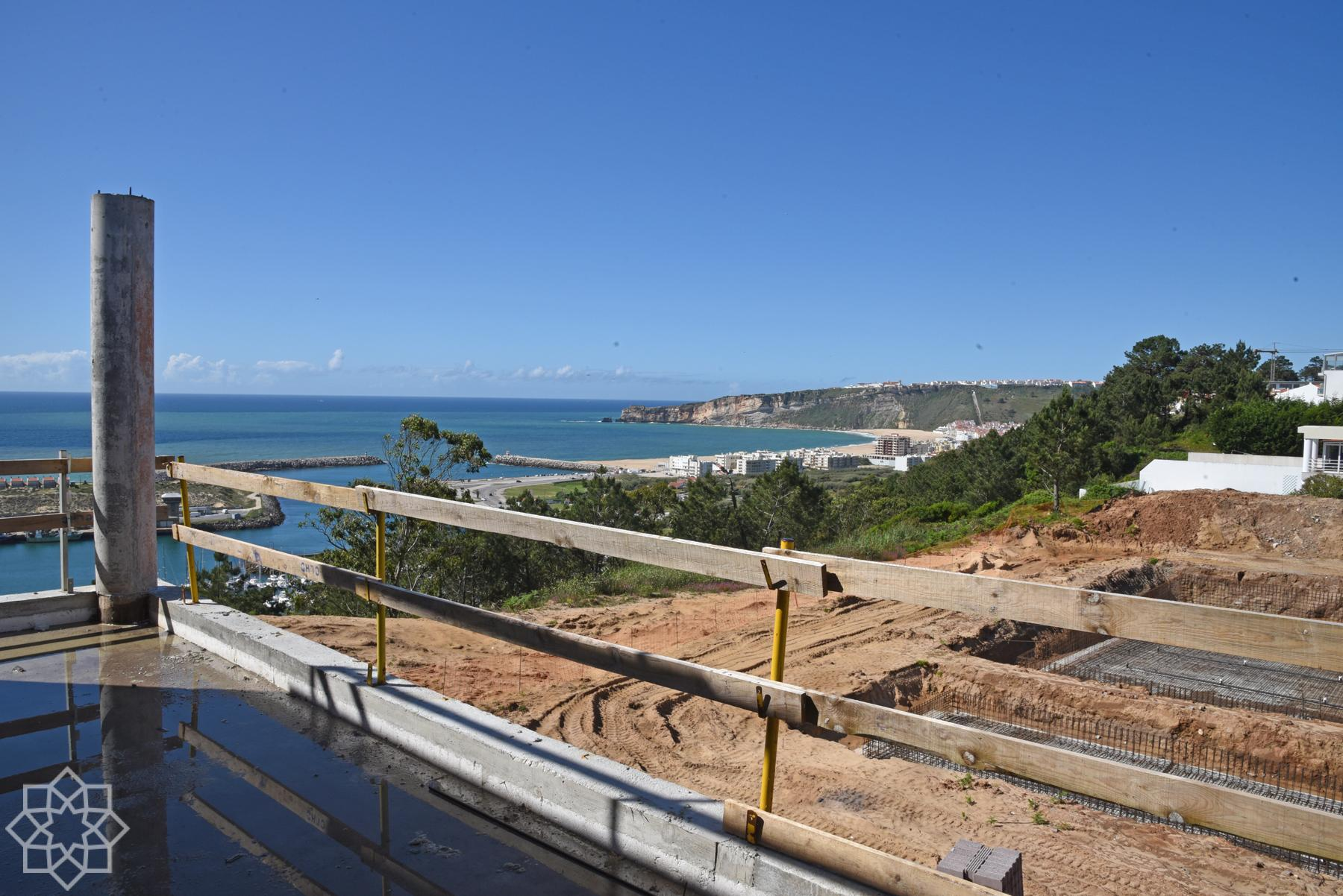 View to the harbor, the beach, Nazaré and the lighthouse