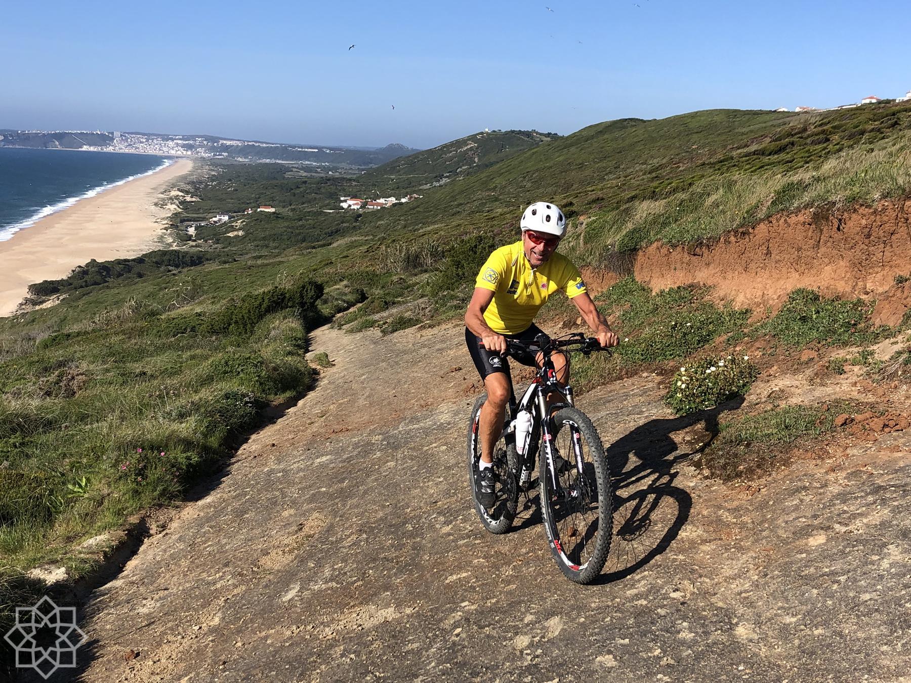 Med Salgadostranden i bakgrunden. Här ska du helst cykla åt andra hållet. Medurs.
