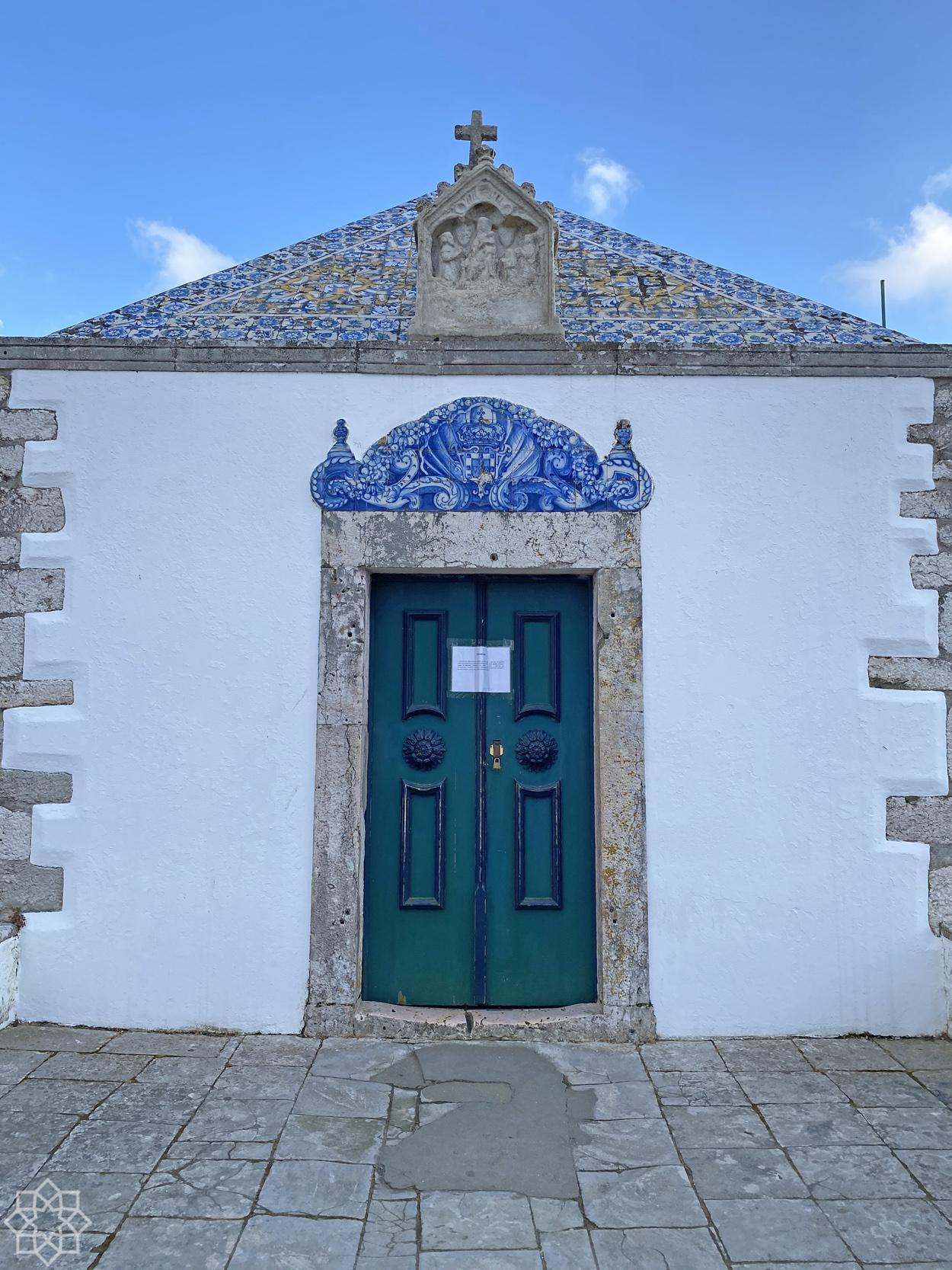 Kapellet Nossa Senhora da Nazaré har lapp på luckan