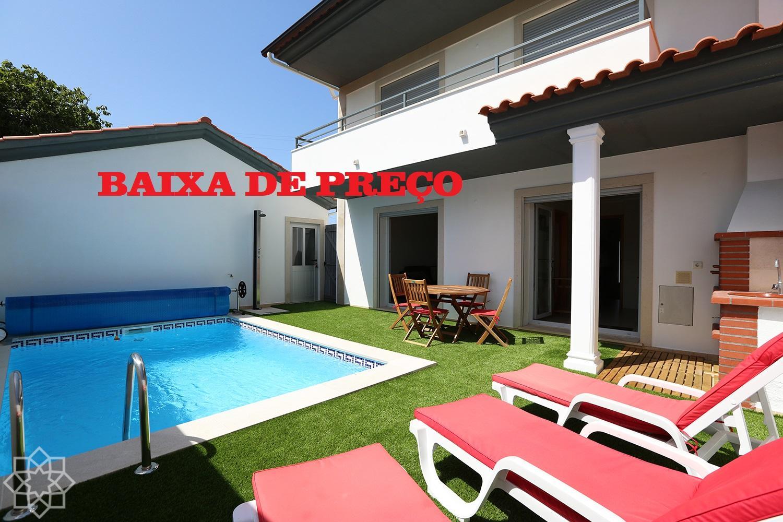 Semi-detached 3 bedroom villa with pool