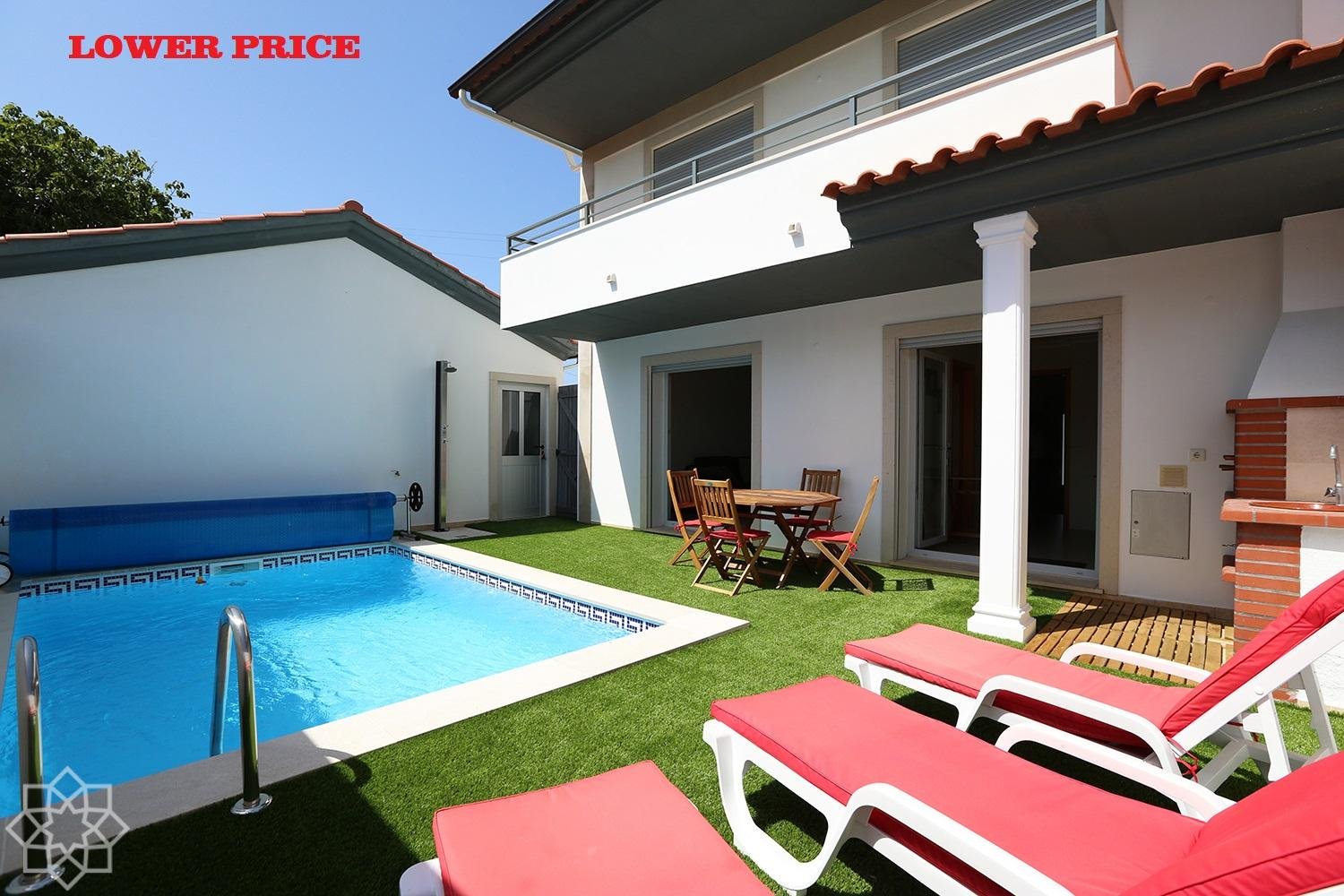 Semi-detached 3 bedroom villa with pool