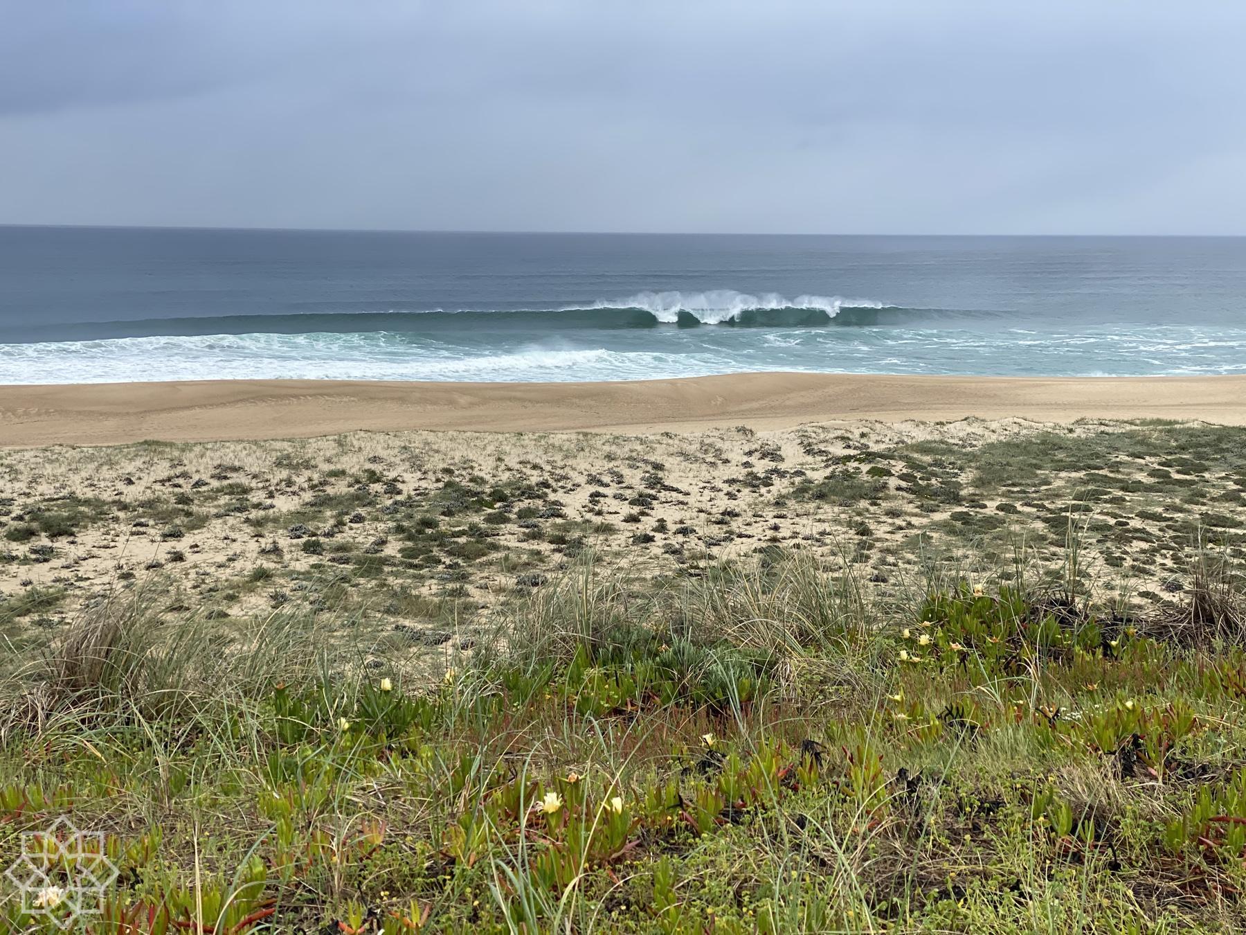 Praia do Norte normala vågor