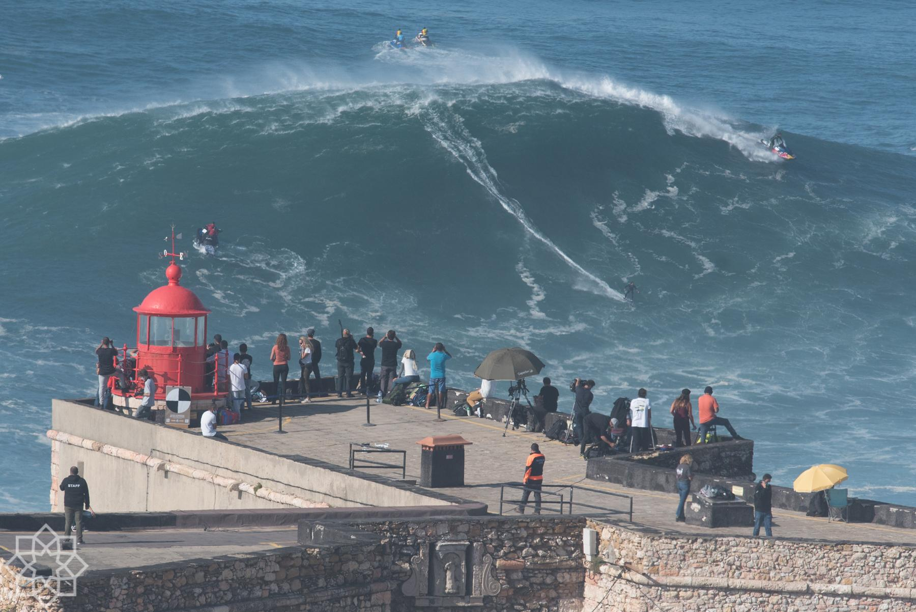 Tow in surf challenge Nazaré