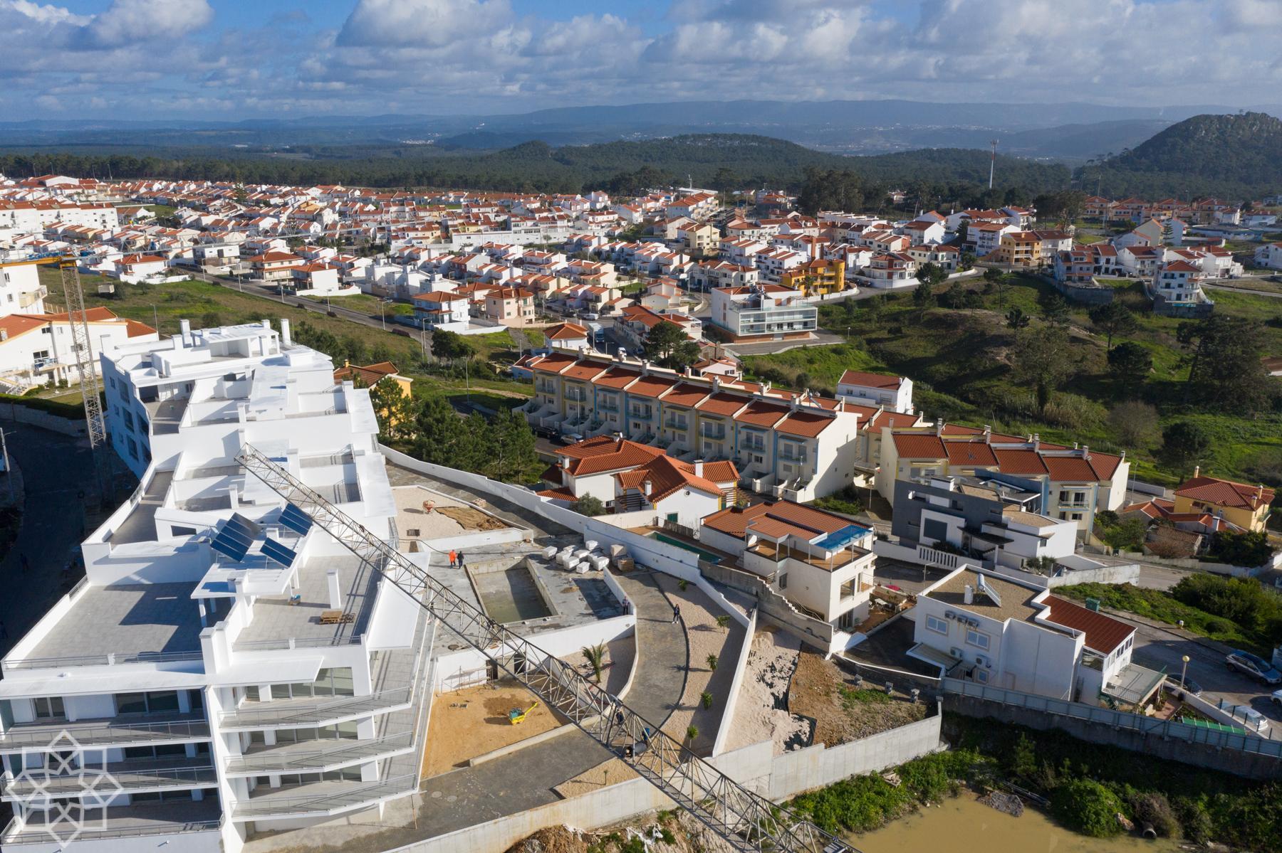 Här ses de fyra huskropparna från väster - havssidan. Lägenheterna vi beskriver här ligger i block 2 sett från kameran.