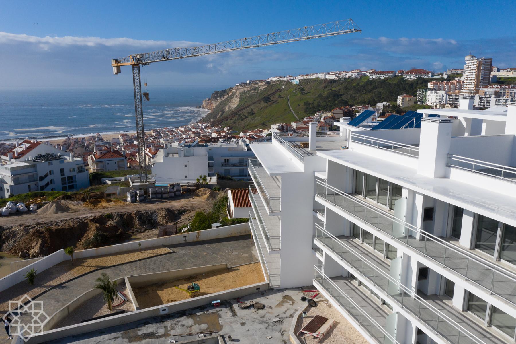 Mar Atlantic: Nyprod, Nazaré, balkong, pool, takterrass, garage.