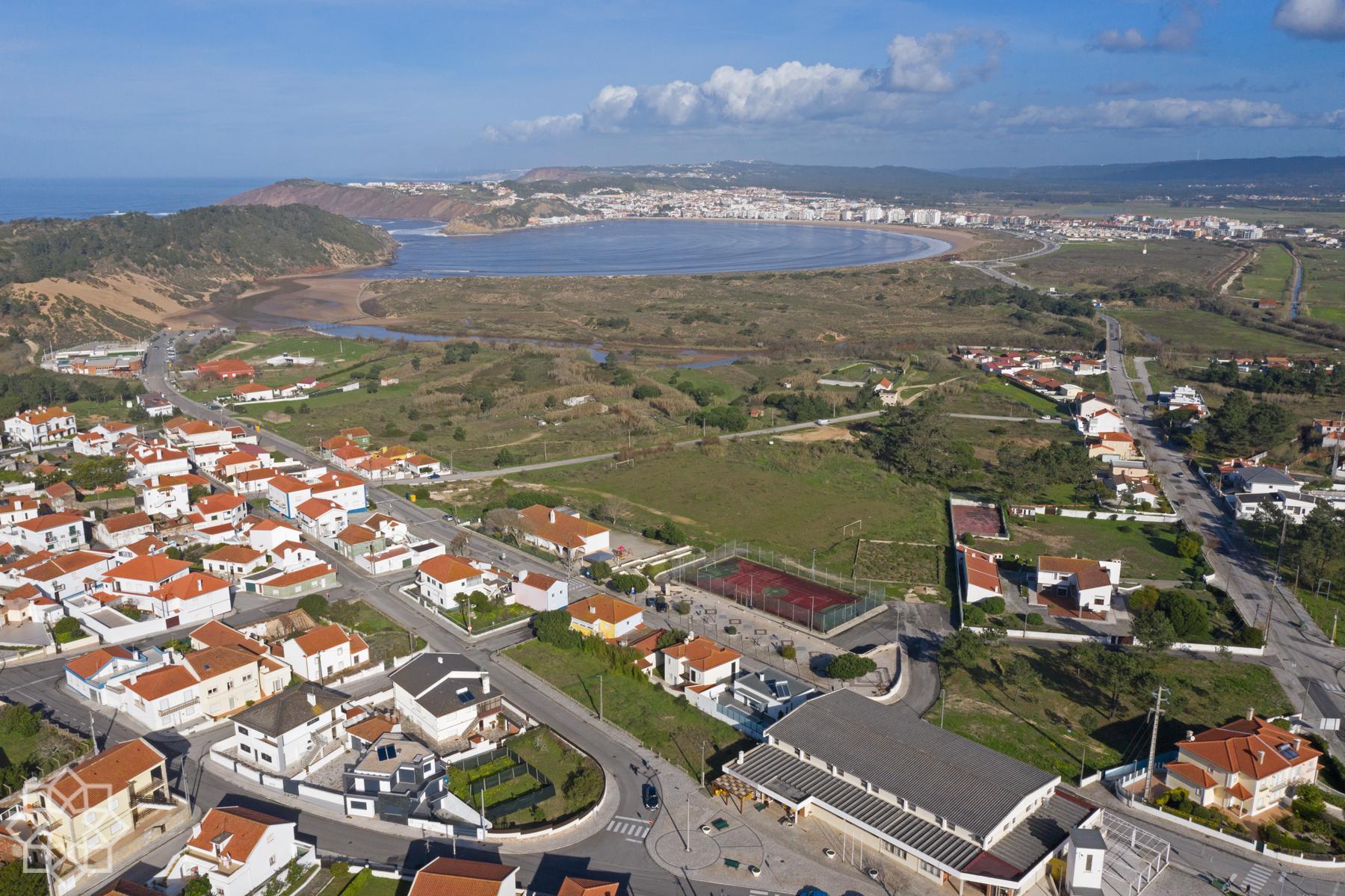 Bra T2 med egen altan, pool, Salir do Porto till salu